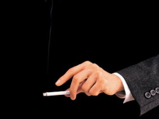 Cigarette_hand_Thinkstock_360